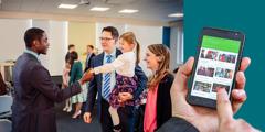 Jedna porodica u Dvorani Kraljevsta izražava dobrodošlicu strancu