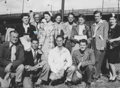 Walter Markin with a group of deaf people at the convention in Cleveland, Ohio, in 1946