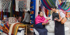 A pioneer in Otavalo, Ecuador, shares the Bible's message in the Quichua (Imbabura) language