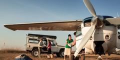 Menaikkan publikasi ke pesawat terbang di Riberalta, wilayah Beni, Bolivia