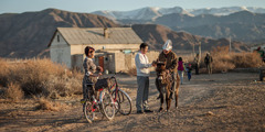 A special pioneer couple preach near Balykchy, Kyrgyzstan