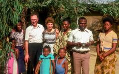 Jean-Marie ja Danièle Bockaert veljien ja sisarten kanssa Afrikassa