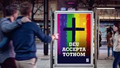 Un cartell publicitari d'una església que tolera l'homosexualitat