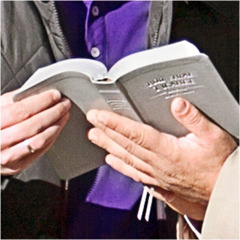 Raamattu avattuna