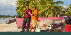 Brat čoveku nudi traktat na ostrvu Tuvalu