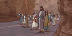 Persones caminant a«la vall de les muntanyes»