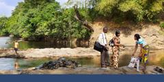Kutoa trakti karibu na Monrovia, Liberia