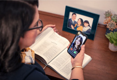 A disfellowshipped family member's picture appears on a sister's phone