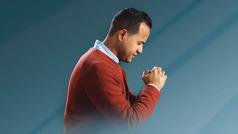 اخ يصلي