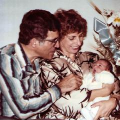 Dyah iSylvia zsynem Gabrielem krótko po jego narodzinach.