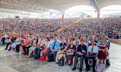 The audience listens to the program at the 2015 regional convention of Jehovah's Witnesses in El Salvador