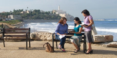Jehovah's Witnesses preaching in Russian on a Tel Aviv promenade