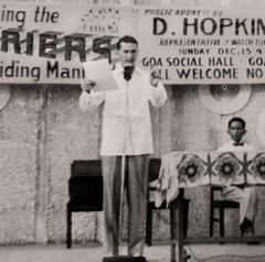 Denton Hopkinson pronuncia un discorso pubblico