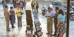 Jehovah's Witnesses share in public witnessing in San Salvador, El Salvador