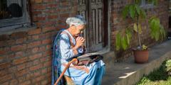ایک بہن مدد کے لیے یہوواہ سے دُعا کر رہی ہے۔