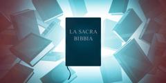 La Sacra Bibbia circondata da varie opere di consultazione.