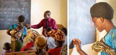 Keterangan gambar: Kelas melek huruf diadakan di kota Lilongwe, Malawi, 2014. 1. Seorang saudara sedang mengajarkan bahasa Chichewa kepada pria, wanita, dan anak-anak di sebuah Balai Kerajaan. 2. Seorang wanita sedang menulis di papan tulis di sebuah Balai Kerajaan.