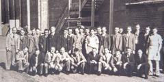 Μεγάλη ομάδα αδελφών το 1949. Όλοι τους ήταν παλιότερα σε στρατόπεδα κράτησης λόγω της Χριστιανικής τους ουδετερότητας.