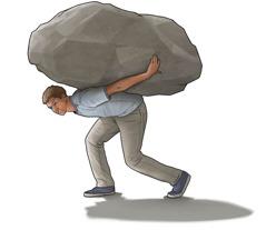 مراهق يحمل صخرة كبيرة على ظهره.