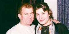 อาร์ตันกับยูลินดาภรรยาก่อนเป็นพยานพระยะโฮวา