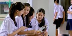 A group of schoolchildren in Thailand talking about the Awake! magazine