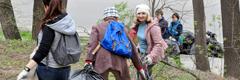 Getuigen van Jehovah in Rostov aan de Don (Rusland) die afval verzamelen