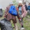 ロシアのロストフ・ナ・ドヌー市でごみ拾いをするエホバの証人