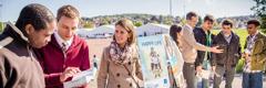 Јеховини сведоци из средње Европе пружају избеглицама утеху из Библије