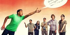 ახალგაზრა ცდილობს ნათქვამი სიტყვების დაჭერას