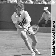 A young Veli Paloheimo plays tennis