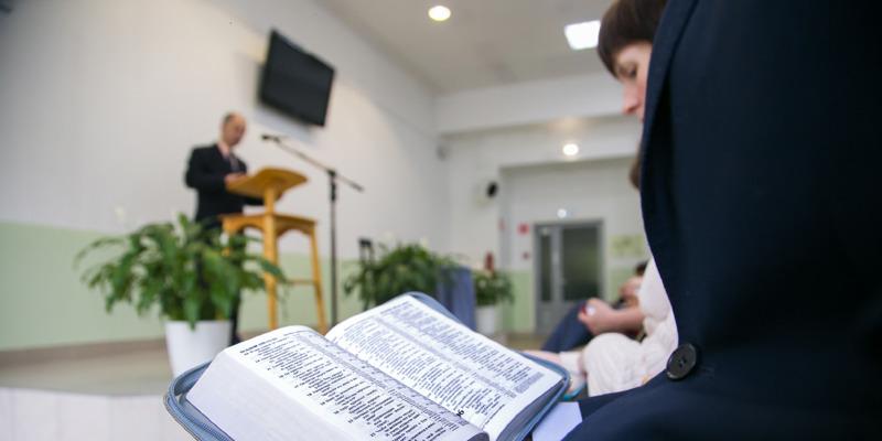 Russland Erklärt Die Bibel Von Jehovas Zeugen Für Extremistisch